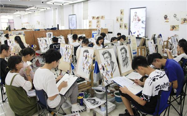 美术生想要进入中央美术学院,3...