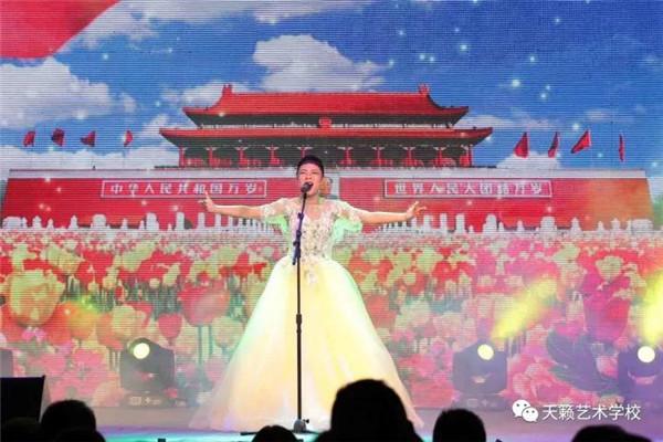 音乐专业女生独唱《我爱你中国》