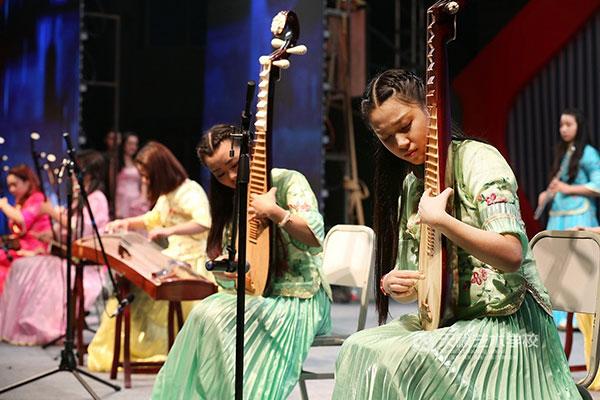 天籁音乐专业学生乐器演奏