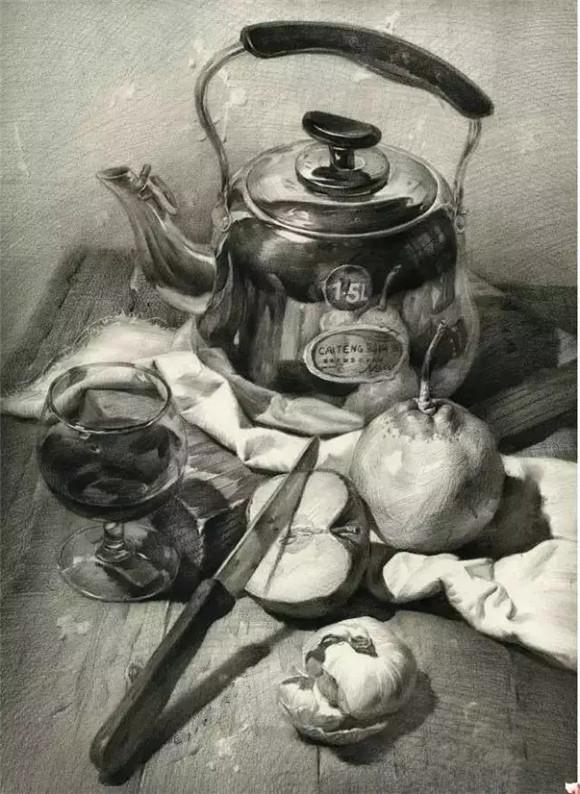 三,不锈钢水壶,蔬果,玻璃杯组合素描步骤